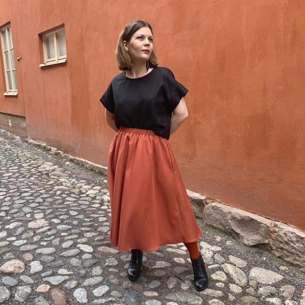 hulmuhelma skirt in rust tencel refibra, made in finland