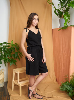 Loma shorts in black tencel