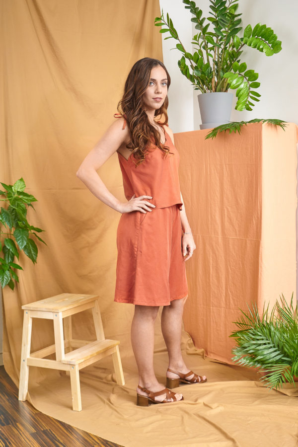 Loma Shorts in orange tencel