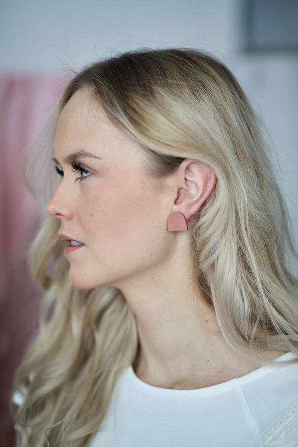 Uphill earrings in old rose