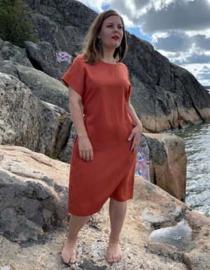 Ilmatar dress in rust