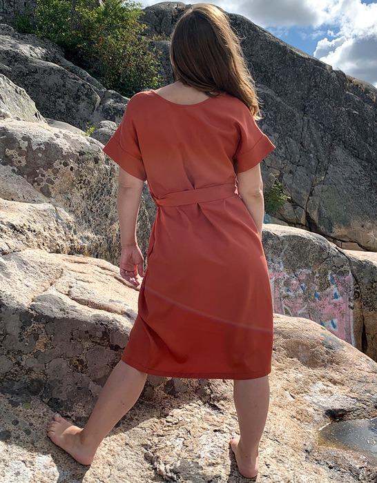 Ilmatar dress in rust